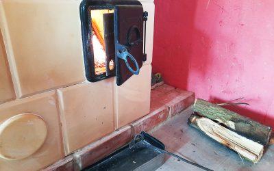 Ágon már fűthetnek is a szeptemberi táborban épített kályhákkal